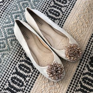 Flats with Beaded Brooch on Toes